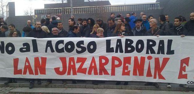 Conductores de las villavesas protestan contra la campaña de siniestros de la empresa