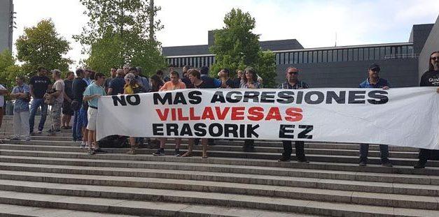 Conductores de las villavesas se concentran en Pamplona para exigir medidas ante las agresiones