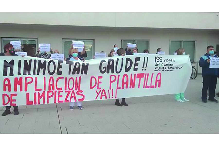 Trabajadoras de limpieza del Virgen del Camino se concentran para exigir más plantilla y unas condiciones laborales dignas